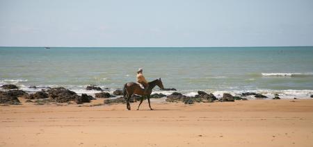 à cheval sur la côte sauvage